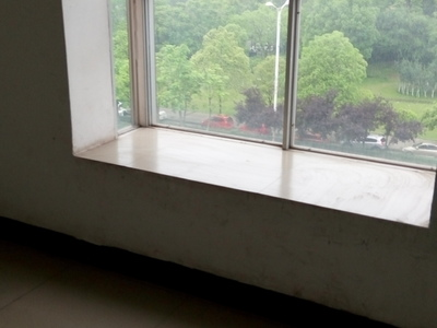 明珠小区三室二厅住房出售