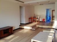 出售新美居家四室三厅两卫168平米住宅75万