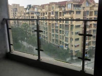 出售凤凰新城4室2厅2卫144平米住宅
