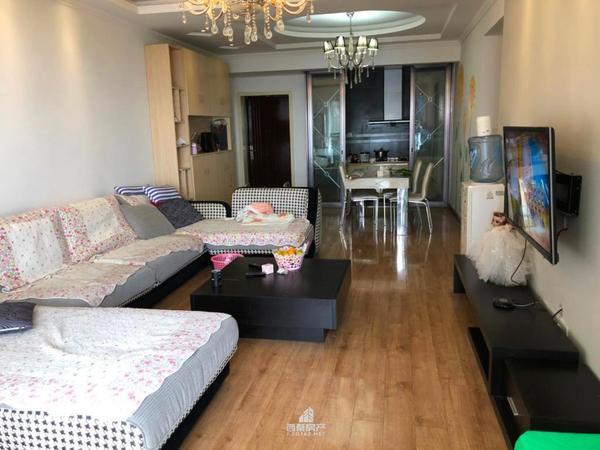 汇川 万达旁 翰林尚舒房 精装三室两厅两卫 出门就是川南农副市场 交通便利
