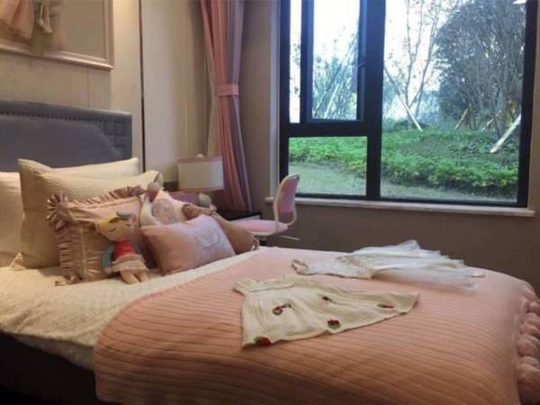 出售绿地 新里城3室2厅2卫115.58平米77万住宅