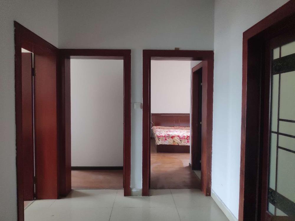 出租绿盛家园3室2厅2卫136平米1700元/月住宅