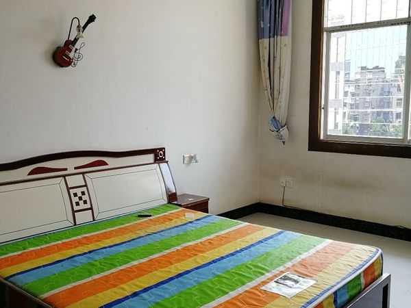 出租远达 西城国际三期3室2厅2卫185平米1200元/月住宅