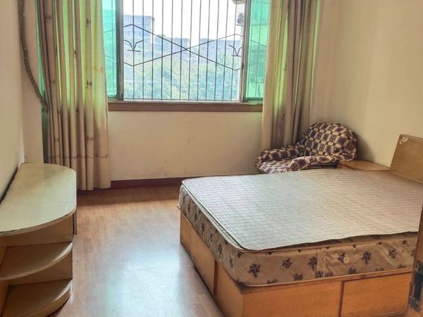 出租火车站三八路旁3室2厅1卫130平米1000元/月住宅