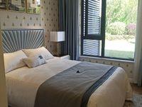 出售绿地 新里城3室2厅2卫130平米78万住宅