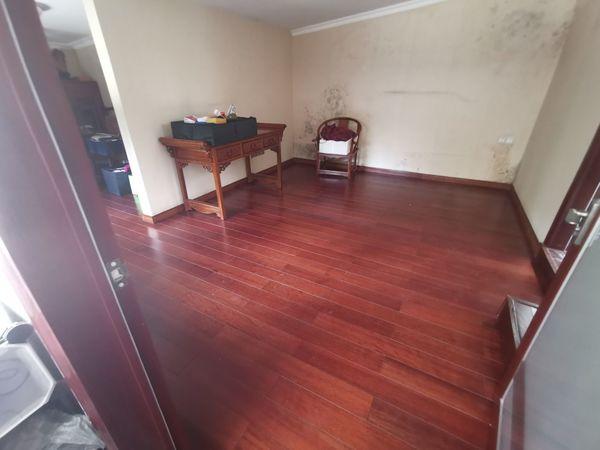 出售南湖郡精装3室2厅2卫120平米90平大花园
