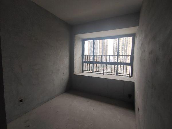 亏本急售金域翡翠电梯入户洋房,四室双卫,超大环境阳台