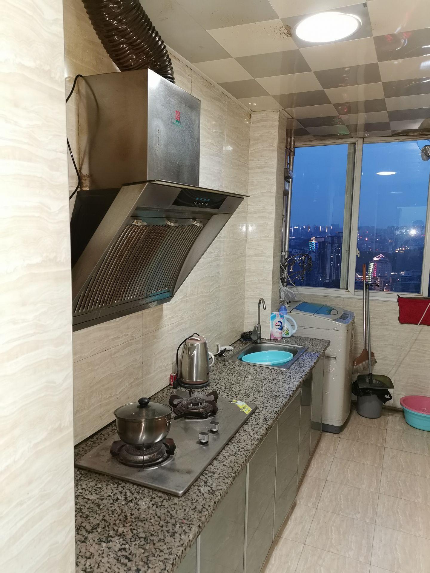 公园口浙江商城1室1厅1卫49平米1200元/月住宅