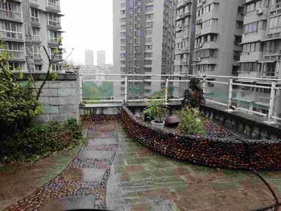 双花园,拎包入住,大四室带三个卫生间,性价比超高